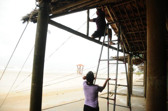 Bão số 5 vào Quảng Bình - Thừa Thiên Huế, suy yếu thành áp thấp nhiệt đới - Ảnh 4.