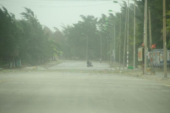 Bão số 5 vào Quảng Bình - Thừa Thiên Huế, suy yếu thành áp thấp nhiệt đới - Ảnh 5.
