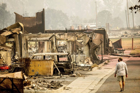 Người Mỹ tập sống chung với cháy rừng - Ảnh 1.