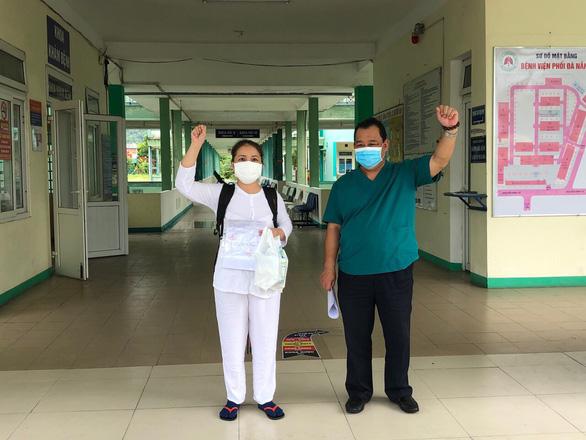 Bệnh nhân COVID-19 cuối cùng ở Bệnh viện Phổi Đà Nẵng ra viện - Ảnh 1.