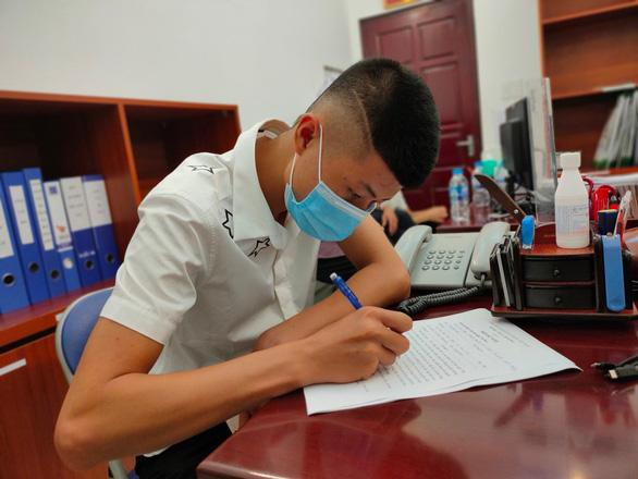 Chàng trai 19 tuổi ký giấy hiến tặng trái tim của cha cho bé trai 11 tuổi - Ảnh 1.