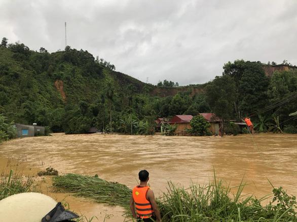 Quảng Nam: Lũ quét gây thiệt hại nặng cho miền núi, hơn 130 điểm sạt lở đường - Ảnh 2.