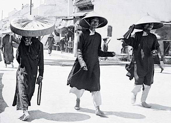 Chiếc nón lá dãi nắng dầm mưa cùng người Việt - Ảnh 1.