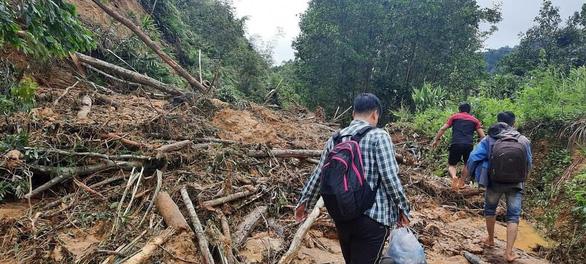Quảng Nam: Lũ quét gây thiệt hại nặng cho miền núi, hơn 130 điểm sạt lở đường - Ảnh 3.