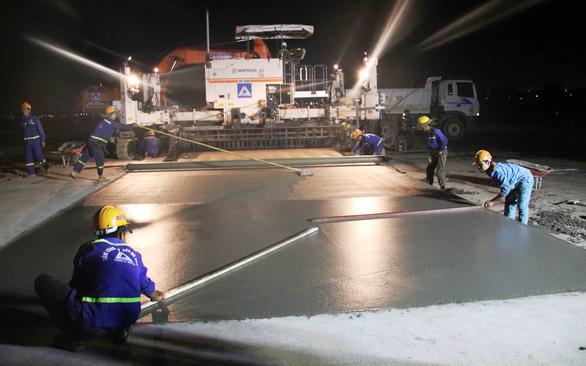 Chạy nước rút nâng cấp đường băng - Ảnh 2.