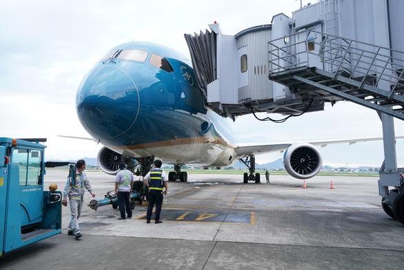 Chuyến bay thương mại quốc tế thường lệ đầu tiên sau COVID-19 đã cất cánh - Ảnh 4.