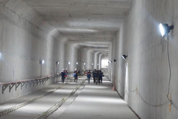 Chuyên gia đã nhập cảnh, tàu metro số 1 TP.HCM ngày 30-9 sẽ rời cảng về Việt Nam - Ảnh 1.