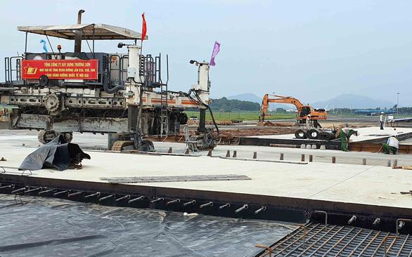 Tháng 12 bàn giao đường băng sân bay Nội Bài - Ảnh 1.