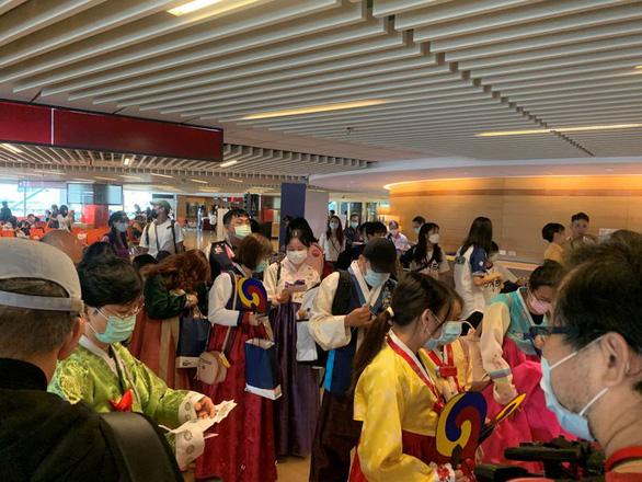 Đài Loan mở chuyến bay đến Hàn Quốc cho khách ngắm cảnh rồi... bay về - Ảnh 3.