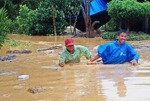 Quảng Nam: Lũ quét gây thiệt hại nặng cho miền núi, hơn 130 điểm sạt lở đường - Ảnh 1.