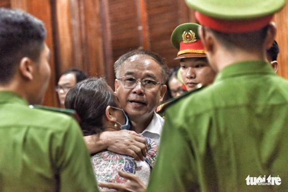Nói lời sau cùng, ông Nguyễn Thành Tài khóc nghẹn xin lỗi mẹ và nhân dân TP.HCM - Ảnh 1.