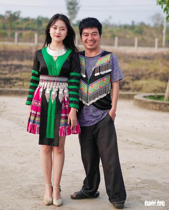 Chàng trai khuyết tật cùng nữ sinh lớp 11 làm clip 'Ghen Cô Vy' bằng tiếng Mông - Ảnh 4.