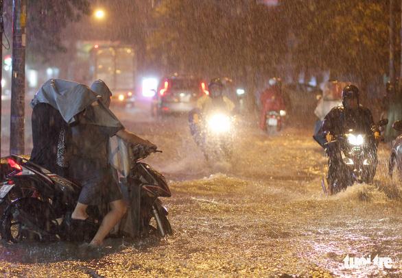 Gió Tây Nam giảm cường độ, mưa tại Nam Bộ giảm dần từ ngày mai - Ảnh 1.