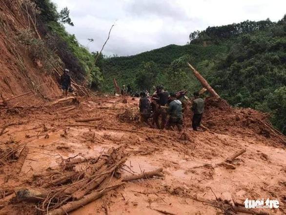 Nhà cửa đổ sập, trâu bò chết trôi tại Tây Giang do bão số 5 - Ảnh 6.