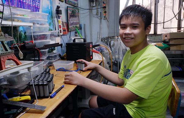 Học trò lớp 6 sáng chế máy tự động chống COVID-19 - Ảnh 1.