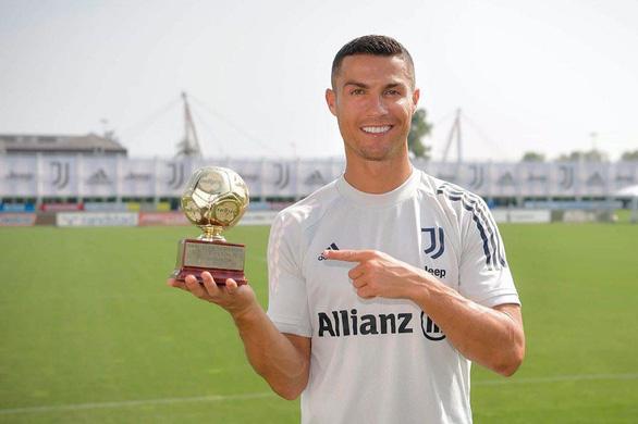 Ronaldo khoe chiến tích không tưởng trên trang Facebook 135,6 triệu người theo dõi - Ảnh 1.