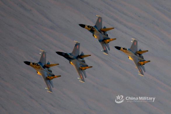 Trung Quốc điều máy bay chiến đấu vượt eo biển Đài Loan ngày thứ 2 liên tiếp - Ảnh 1.