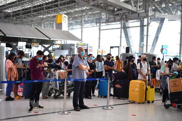 Đón hơn 570 công dân Việt từ Thái Lan, Uzbekistan về nước - Ảnh 1.