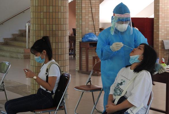 Ngày 3-9 xét nghiệm COVID-19 đại diện 60 nghìn hộ gia đình toàn Đà Nẵng - Ảnh 1.