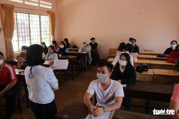Phụ huynh và thí sinh lo lắng trước kỳ thi THPT đợt 2 - Ảnh 9.