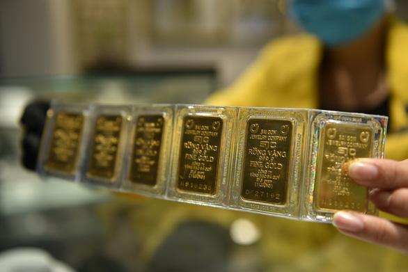Giá vàng giằng co trước Tết Dương lịch, giá trong nước vẫn tăng - Ảnh 1.