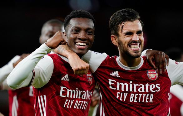 Arsenal suýt khóc hận ở sân nhà nhưng vẫn có trận thắng thứ 2 liên tiếp - Ảnh 3.