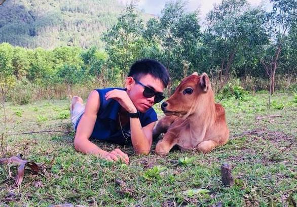 YouTuber chăn bò của Việt Nam hợp tác với rapper Mỹ đình đám Wiz Khalifa - Ảnh 3.