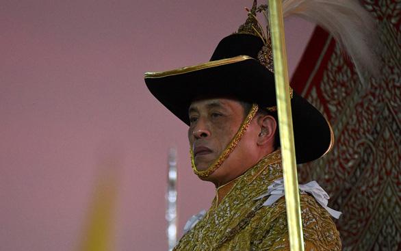 Người Thái phá vỡ cấm kỵ 90 năm, công khai thách thức hoàng gia - Ảnh 1.