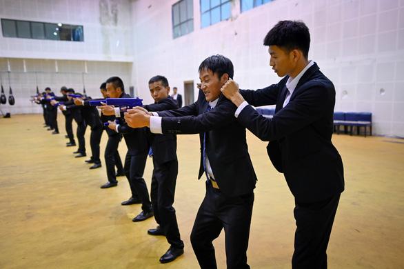 Vô lò đào tạo vệ sĩ cho nhà giàu ở Trung Quốc - Ảnh 1.