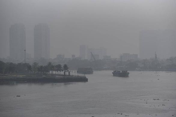 TP.HCM sương sớm lãng đãng như Đà Lạt - Ảnh 1.