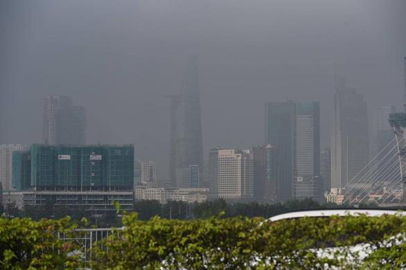 TP.HCM sương sớm lãng đãng như Đà Lạt - Ảnh 2.