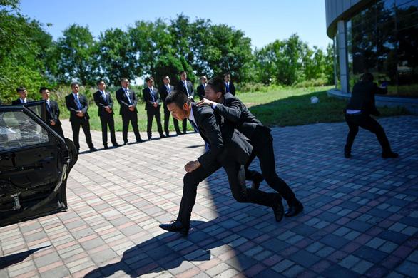 Vô lò đào tạo vệ sĩ cho nhà giàu ở Trung Quốc - Ảnh 2.