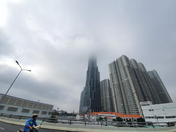 TP.HCM sương sớm lãng đãng như Đà Lạt - Ảnh 6.