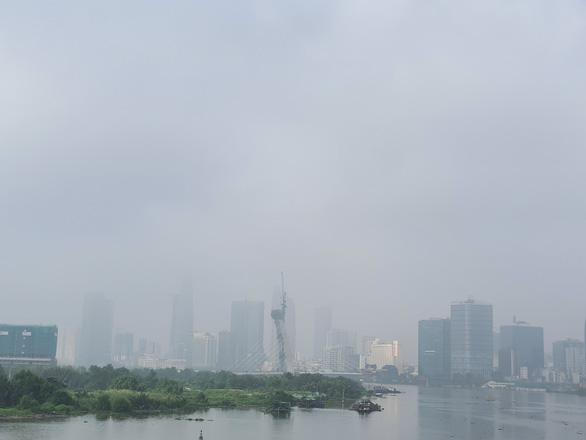 TP.HCM sương sớm lãng đãng như Đà Lạt - Ảnh 3.