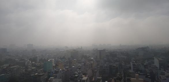 TP.HCM sương sớm lãng đãng như Đà Lạt - Ảnh 4.