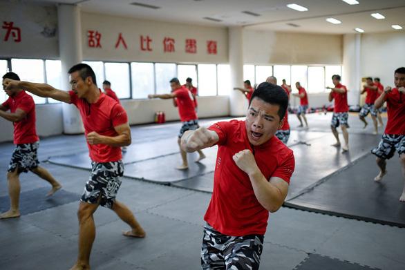 Vô lò đào tạo vệ sĩ cho nhà giàu ở Trung Quốc - Ảnh 6.