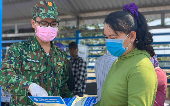 Lính quân hàm xanh ngăn dịch COVID-19 nơi biên ải Tây Nam - Ảnh 5.