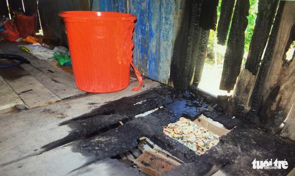 Nửa đêm tá hỏa vì nhà bị đốt, lu nước bị bỏ thuốc trừ sâu - Ảnh 4.
