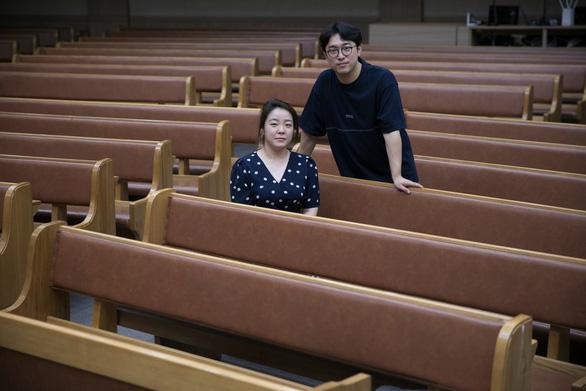 Mắc COVID-19 đã khổ, bệnh nhân ở Hàn Quốc còn bị dân mạng bắt nạt - Ảnh 1.