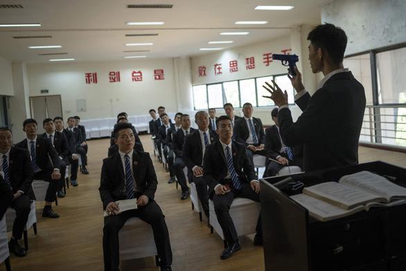 Vô lò đào tạo vệ sĩ cho nhà giàu ở Trung Quốc - Ảnh 4.