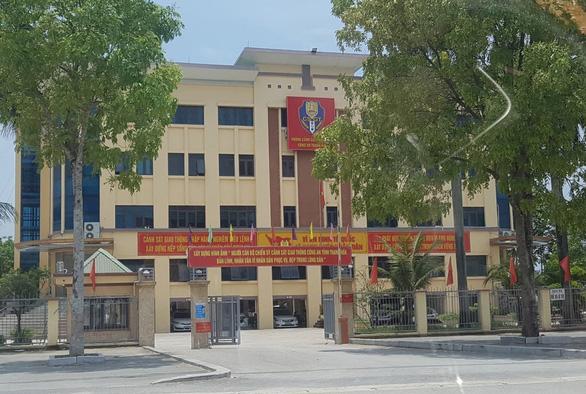 Đại úy CSGT Thanh Hóa bị tước danh hiệu vì cưỡng đoạt tài sản - Ảnh 1.