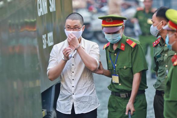 Bị cáo đứng đầu đường dây khủng bố, ném bom vào trụ sở công an lãnh 24 năm tù - Ảnh 3.