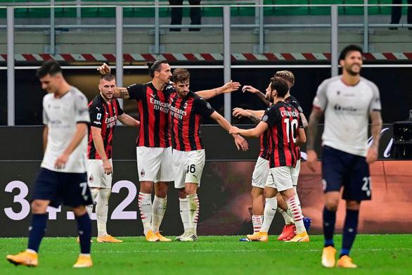 Ibrahimovic rực sáng với cú đúp giúp AC Milan thắng trận mở màn - Ảnh 1.
