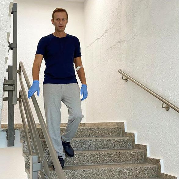 Ông Navalny xuất viện, sẽ bình phục hoàn toàn - Ảnh 1.