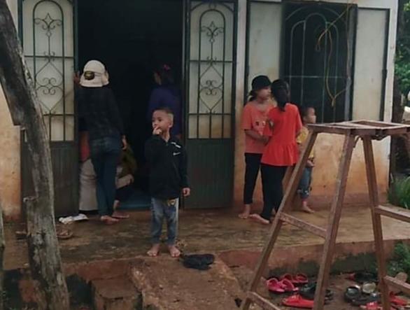 2 người bị sét đánh chết khi đang gặt lúa phụ hàng xóm - Ảnh 1.
