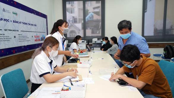 Đại học Hoa Sen tạo điều kiện cho thí sinh khó khăn tài chính trúng tuyển nhập học - Ảnh 1.