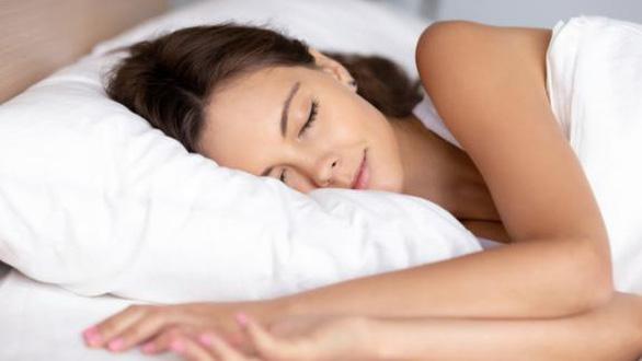 Nghiên cứu mới: Không nên đánh thức trẻ dưới 2 tuổi dậy khi bé đang ngủ - Ảnh 2.