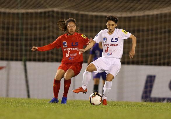 Tuyết Dung, Hải Yến, Huỳnh Như thi đấu ở giải quốc nội vì chưa thể sang Bồ Đào Nha - Ảnh 1.