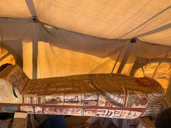 Tìm thấy 27 quan tài 2.500 tuổi nguyên vẹn như mới chôn ở Ai Cập - Ảnh 1.
