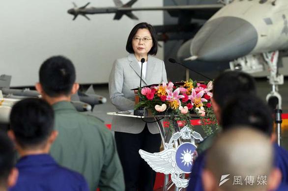 Bà Thái Anh Văn ca ngợi phi công Đài Loan anh dũng chặn chiến đấu cơ Trung Quốc - Ảnh 1.